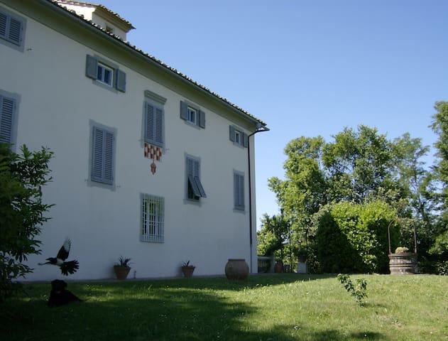 DIPENDENZE di Villa Ghezzi - PIANO TERRA - Tremoleto - Byt