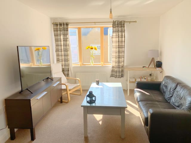 Cosy Double Room - FREE PARKING & BREAKFAST