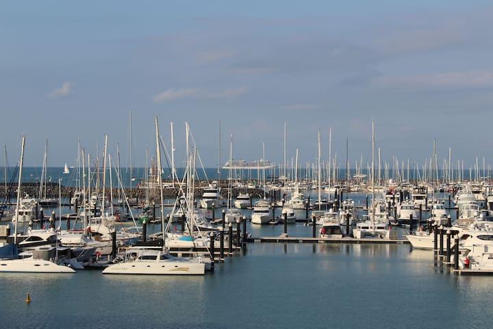 Luxury Penthouse overlooking Abell Point Marina