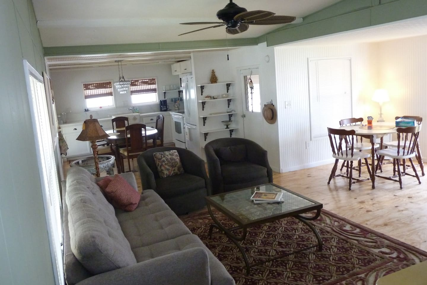 Palm Lake Cottage - 55 and Older  Three month Stay Minimum.  Lakeside Cottage furnished with everything you need to enjoy the Palm Beaches. Located minutes from beaches, golf, baseball, fishing ... entertainment.  Minutes from I95 and Turnpike.