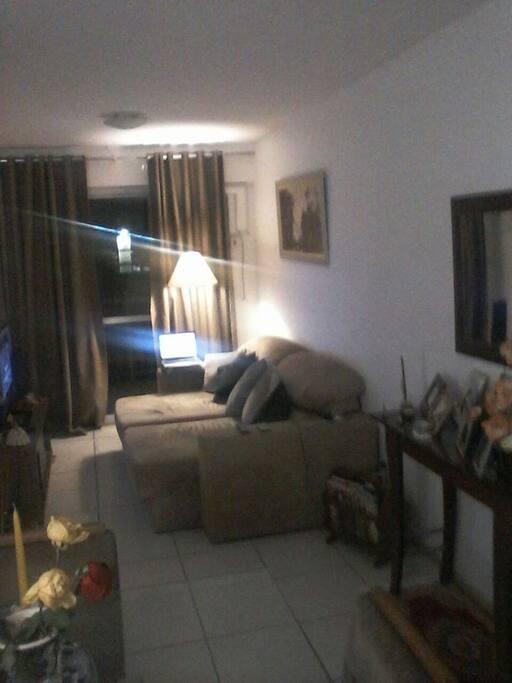 Sala do Apartamento com TV e sofá
