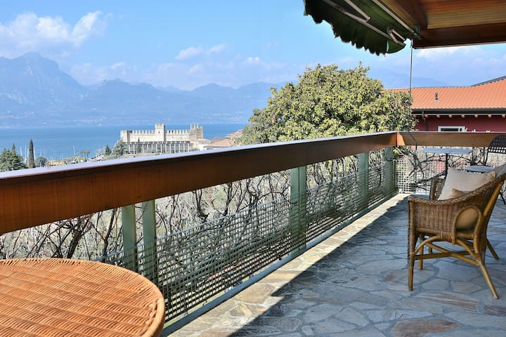 8 Sleeps Stunning Lake Views Villa - Torri del Benaco - Villa