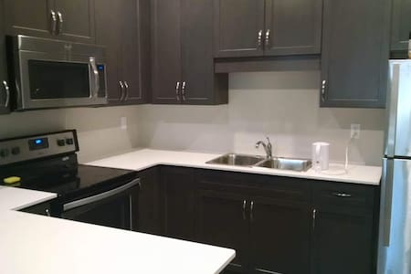 ROOMS WITH PRIVATE BATHROOMS IN HEART OF NIAGARA - Thorold
