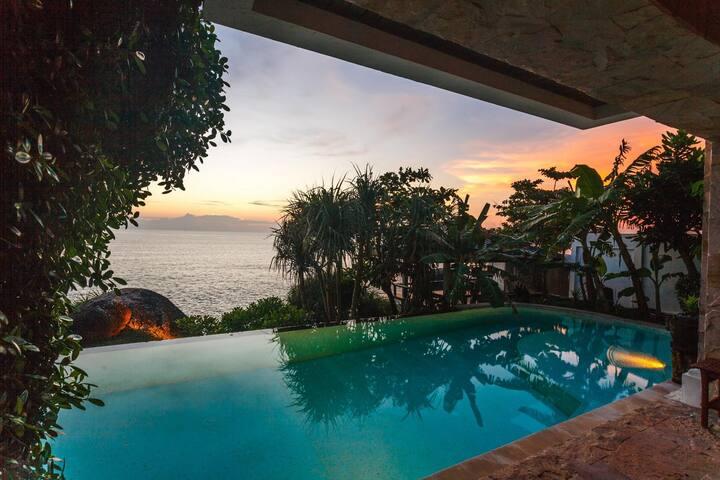Cape Kata - Oceanfront private pool villa and chef