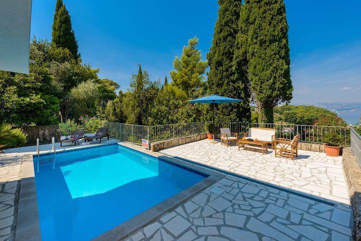 Unique 2-Bedroom Villa with private pool