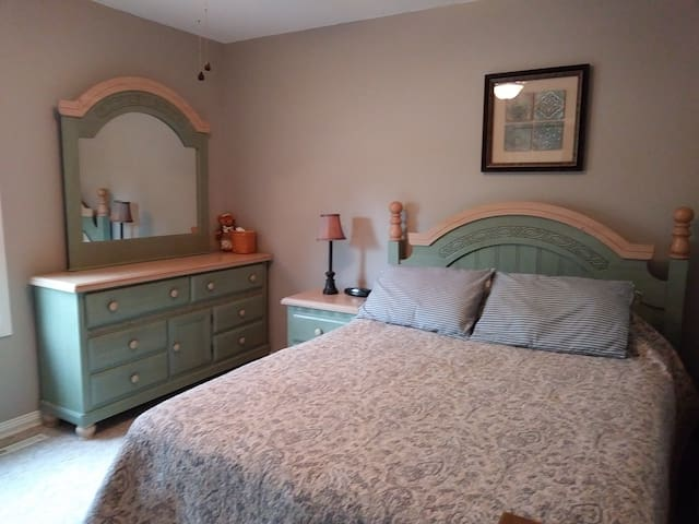 Clean and charming room and bath in Longmont