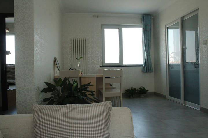 Modern simple apartment near Beijing subway Line 6