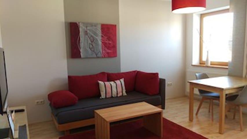 Ferienwohnungen Gästezimmer Familie Neubert (Nordheim), Ferienwohnung Weide (50 m²) mit großem Südost-Balkon