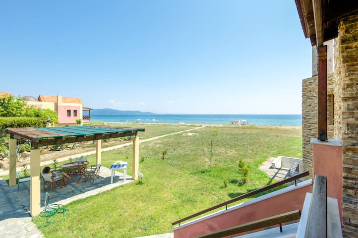 Relaxing beach house 50 m from the coast! - Ierissos