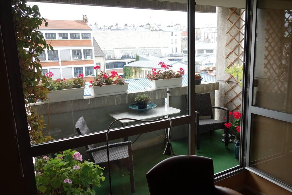 Balcon ensoleillé le matin