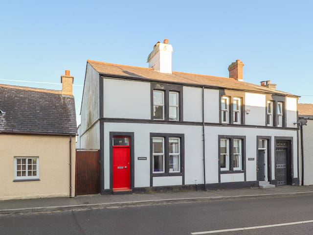 ANVIL COTTAGE, family friendly in Beaumaris, Ref 941348