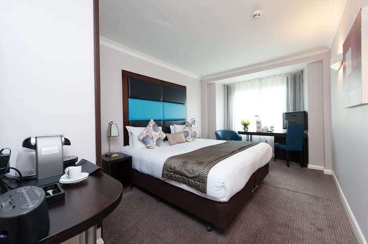 4-Star Kensington Mercure Hotel London