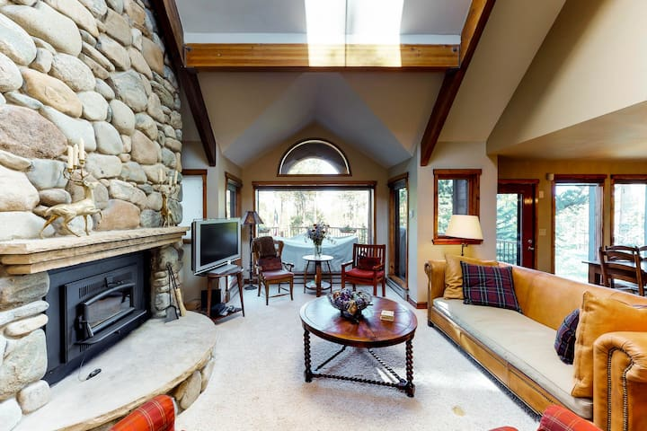 Luxurious, dog-friendly Napa-inspired home w/private hot tub, shared pool & more