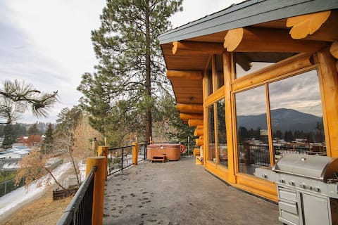 Chalet-Style Log Home, Minutes from Golf & Slopes!