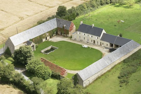 Suite familiale et Table d'Hôtes proche Bayeux - Juaye-Mondaye - Bed & Breakfast