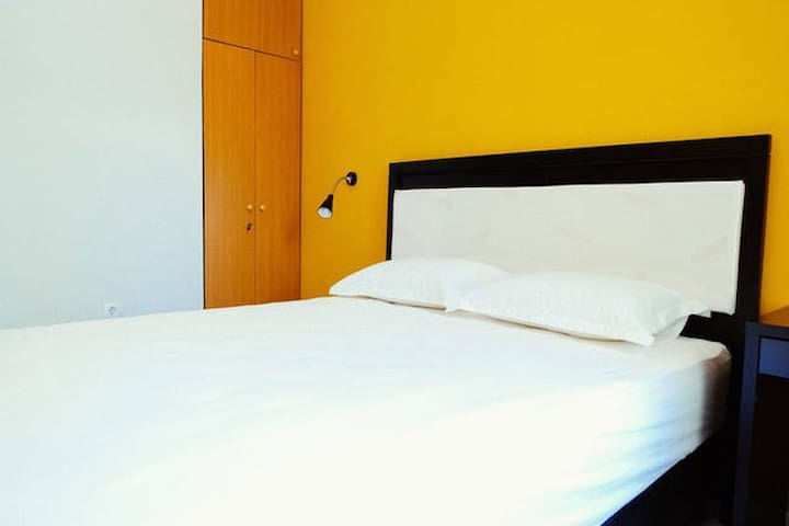 A2: Superior Double Room – 1 Queen Bed