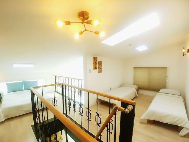Duplex 2 room studio in Mangwon station (5ppl)