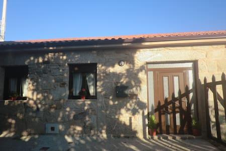 Casita de piedra para 6 personas en O Carballiño - A Touza - House