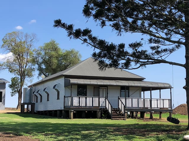 Beautiful Farm house near Toowoomba Free Breakfast