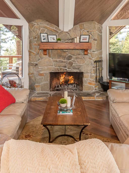 Wood burning fireplace!!  Patio gas firepit and 2 patio heaters...stay warm on those cool Tahoe Evenings.