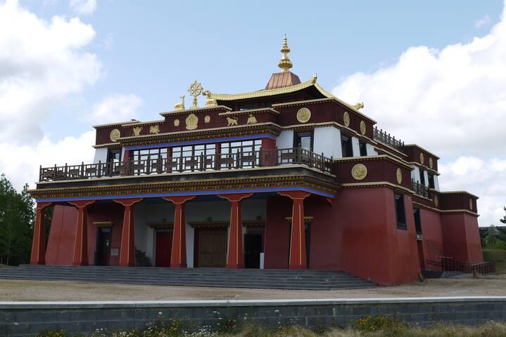 Bouddhistische tempel bij Biolet (6 km).