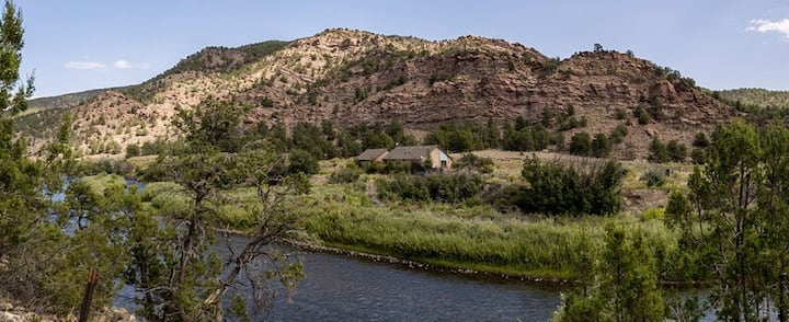Pet Friendly Blue Bottle Trout Camp- gold medal fly fishing on the Arkansas
