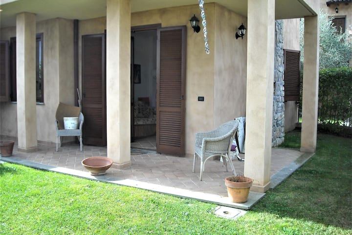 Snug Holiday Home in Pomonte-Scansano with Private Garden