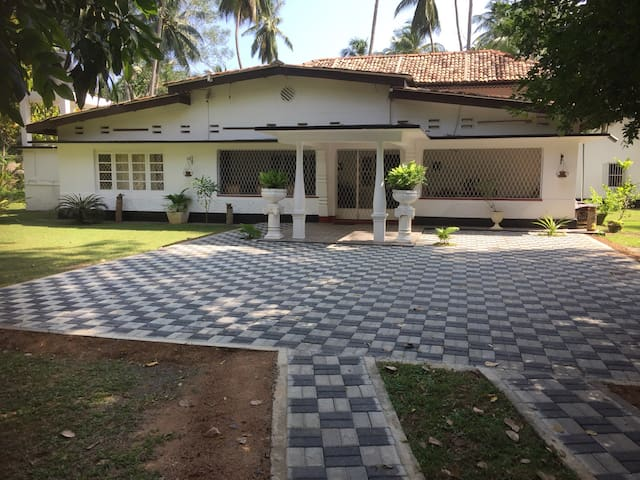 3 bedroom villa close to beach with all facilities
