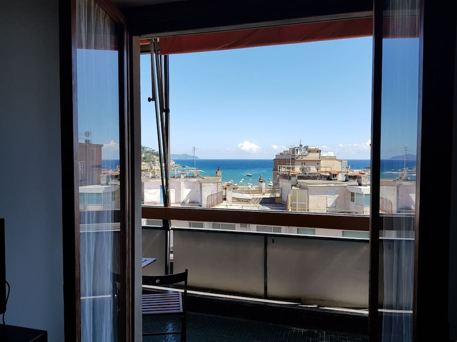 Bedroom with Private balcony with wonderful Seaview. In the city's heart!