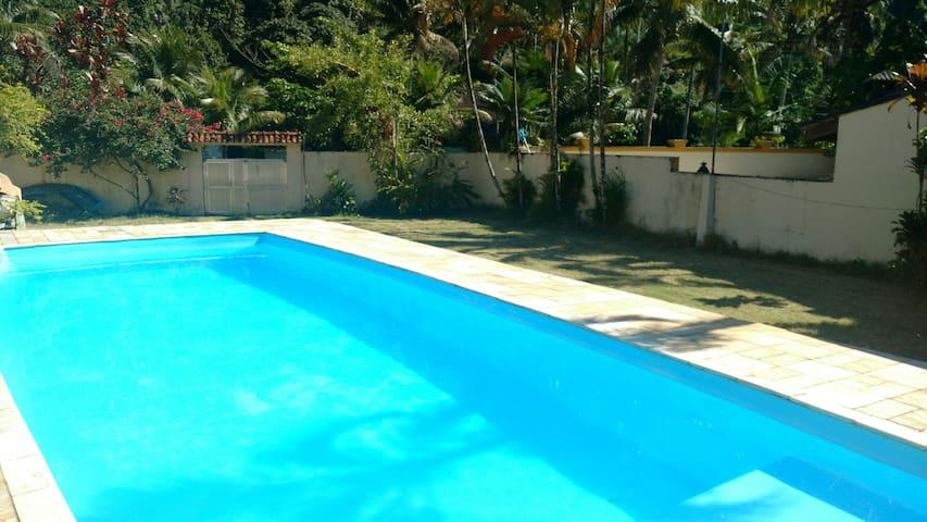 Guarujá - Casa com piscina / Condomínio Fechado
