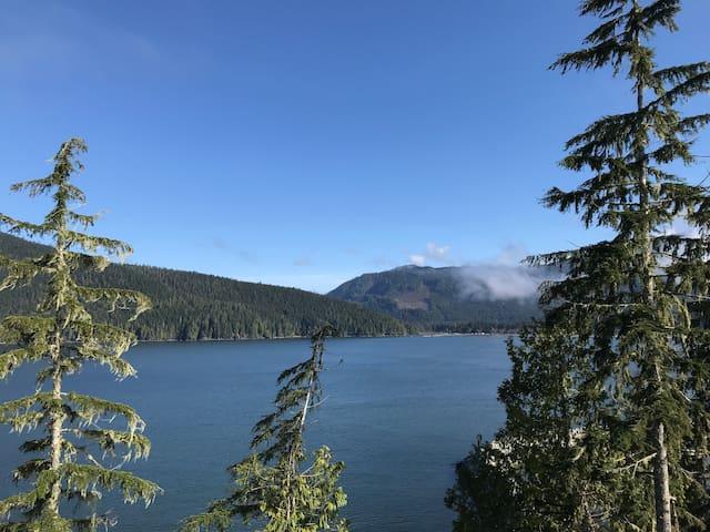 Cedar Peaks - Oceanfront and mountain views