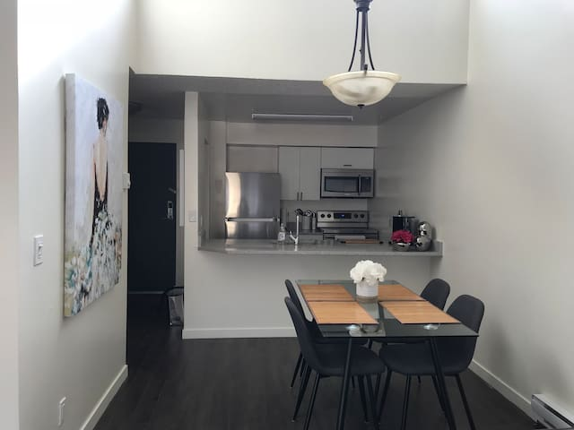 Modern Spacious 1 Bedroom Apartment Near VGH