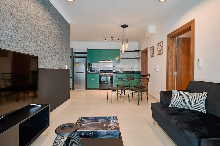 ☆MODERN APARTMENT IN THE CITY CENTER W/ POOL & GYM