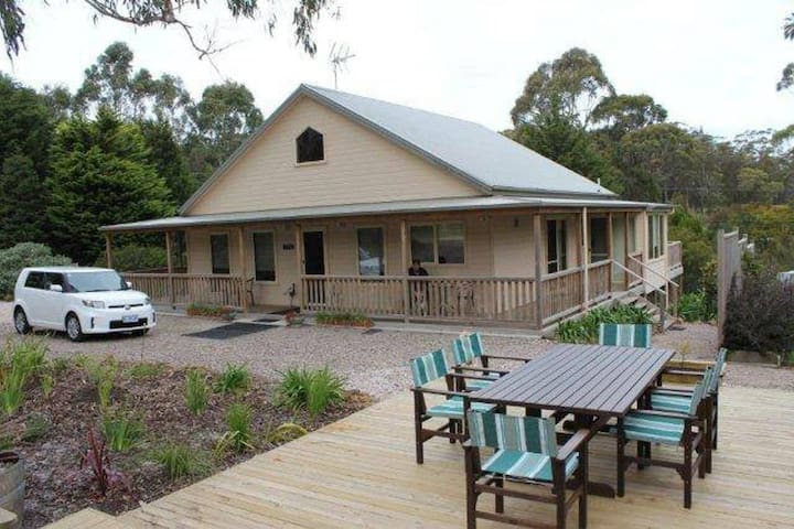 ROOSTERS REST - WELSUMER LODGE