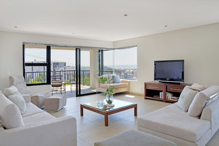 ♥ Sea Point Gem with Ocean Views & Barbecue