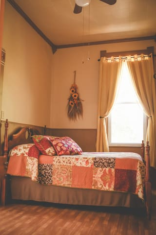 Perkins House Inn, 126 yr. old, Fall Room