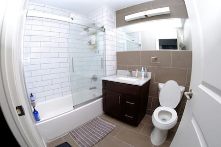 Clean & Amazing Semi Private NYC Room by #1 Train - Bronx - Pis