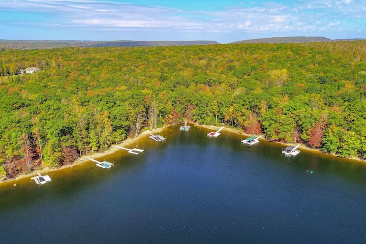 Family-friendly lakefront home w/ lake view, dock, fireplace - dogs OK!