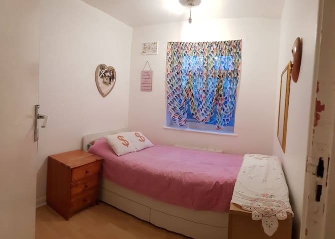 Private cosy single room in shared apartment.
