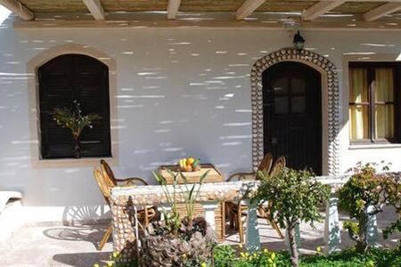Clean, spacefull appartment with veranda 'n garden - Agios Nikolaos - Huoneisto