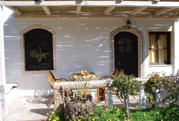 Clean, spacefull appartment with veranda 'n garden