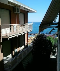 grazioso appartamento sul mare - Diano Marina - Huoneisto