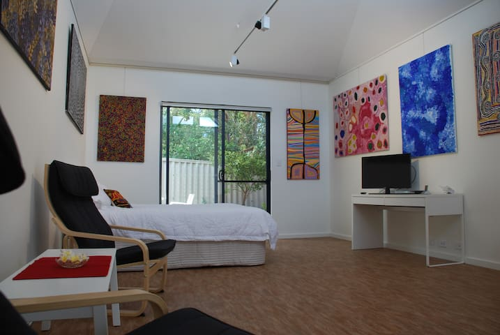 ARTstay - stay in your own gallery! - South Fremantle - Apartment