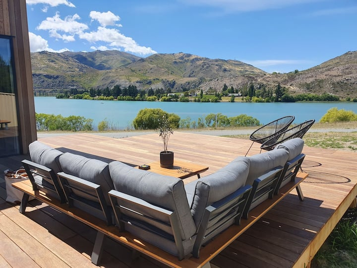 Superior Central Otago Lake Front Home