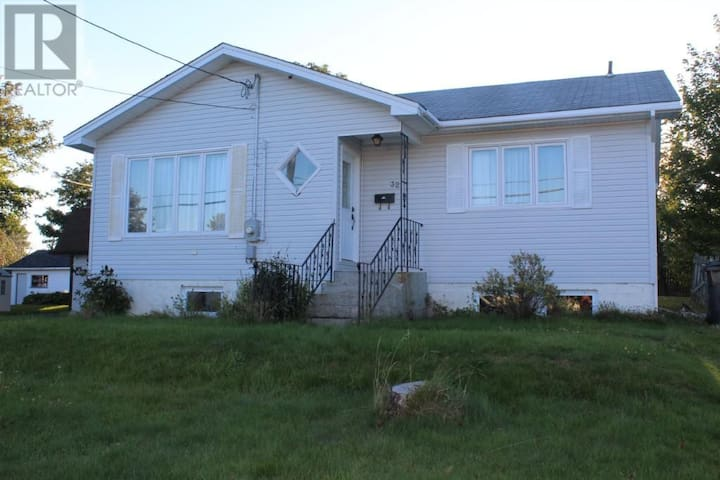 Room for 2 in Mount Pearl - Mount Pearl