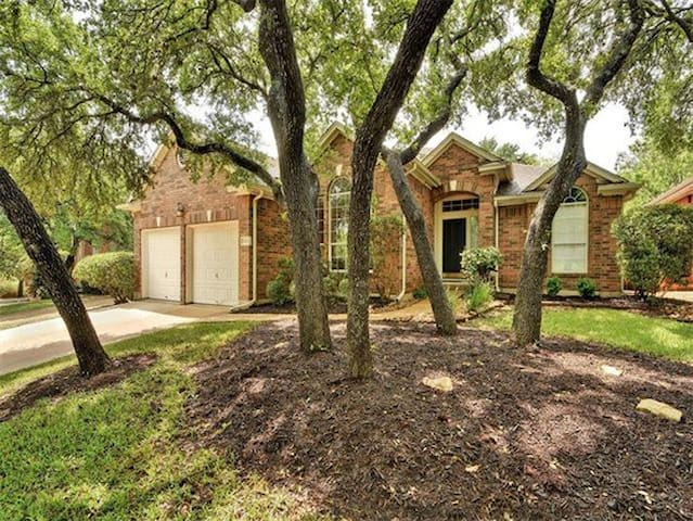 Large, quiet home 20 mins from downtown Austin