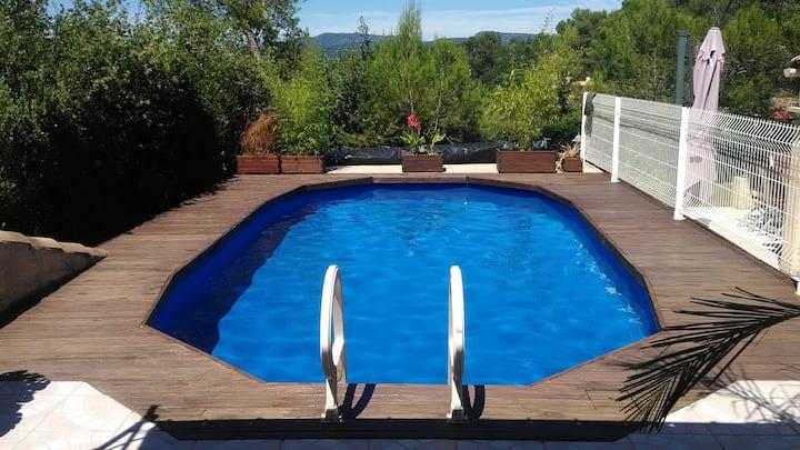 Villa climatisée, piscine sécurisée, linge fourni.