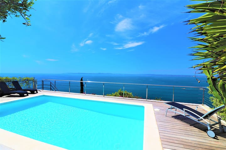 Modern 5 bedroom house with spectacular views and private pool - VerdBlau