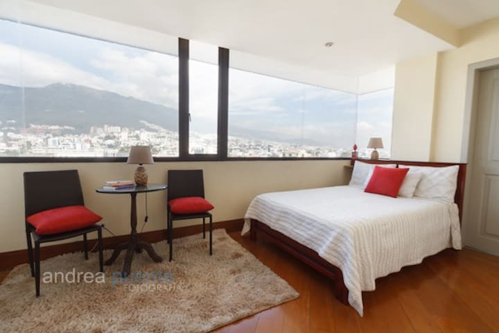 Private Ensuite Room w/View&Full-Bath (Cable&WiFi)