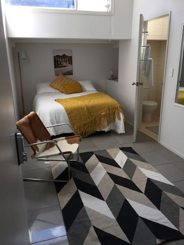 Affordable Stylish Studio Vibrant Kingsland Rm27 - Auckland - Apartment